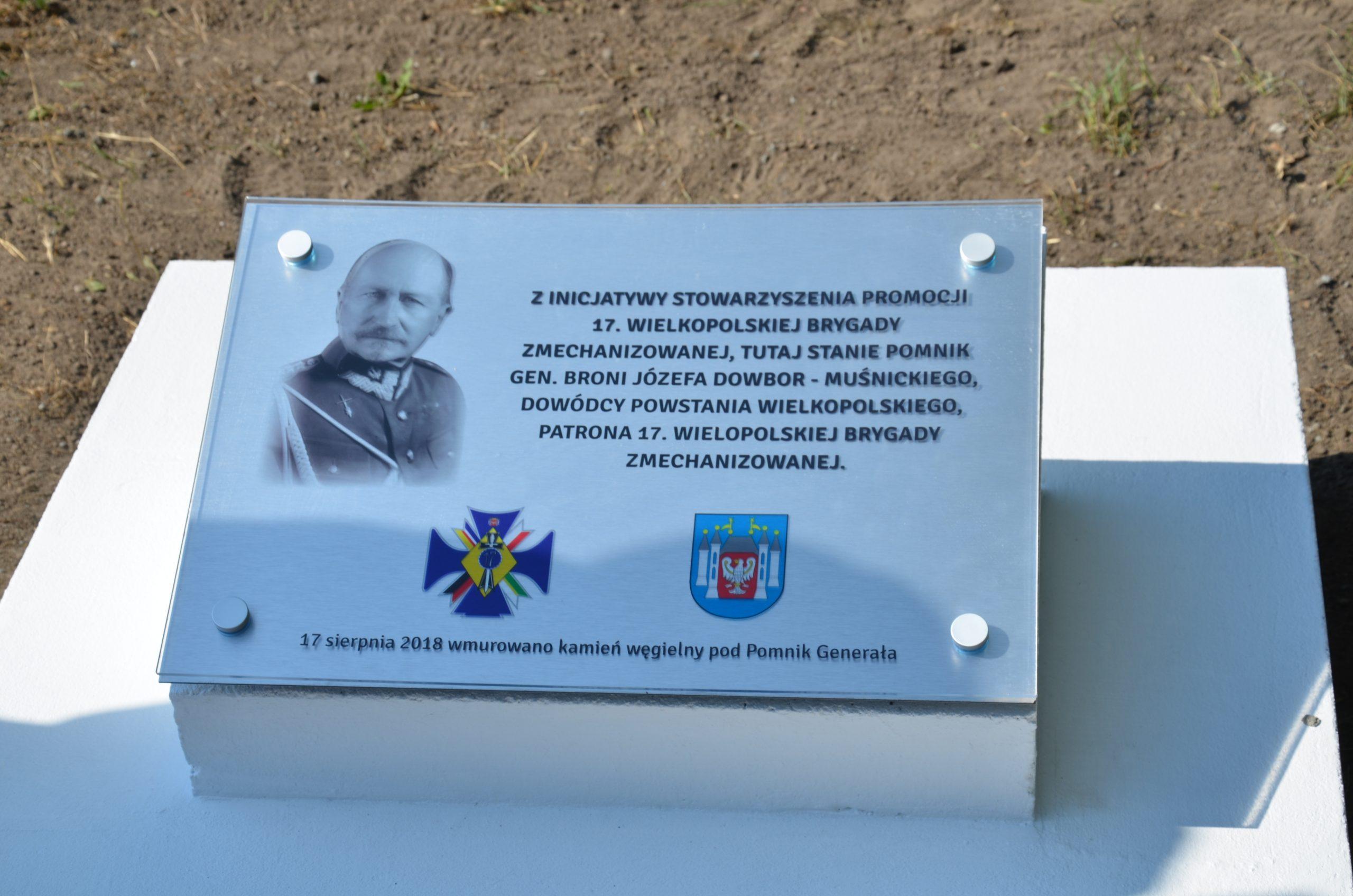 Wmurowanie kamienia węgielnego pod pomnik dowódcy Powstania Wielkopolskiego gen. Józefa Dowbora-Muśnickiego.